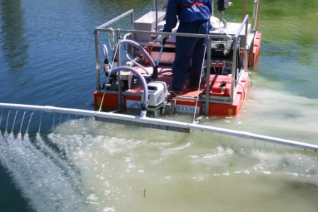 Portable floating reagent mixing and dosing equipment treating turbidity.